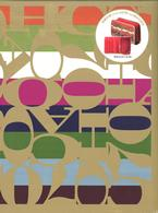 COACH品牌專刊:經典Logo隨身收納包